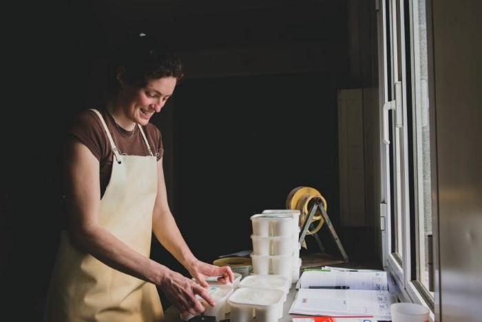 Photographie portrait d'une agricultrice