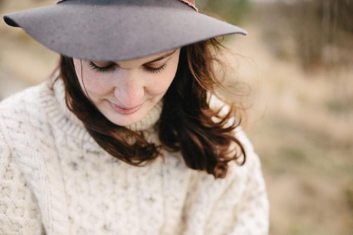 Portrait photo d'une femme en exterieur