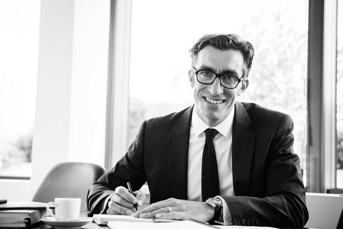 Portrait corporate en noir et blanc par photographe pro
