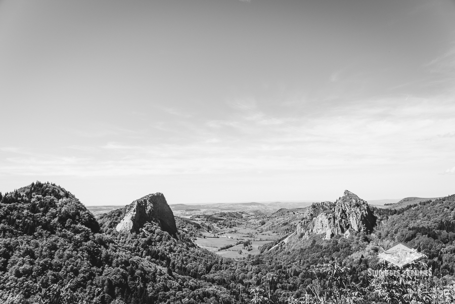 Panorama sur l'Ouire, et roches Tuillières et Sanadoire - photographe paysages Monts Dore en Auvergne Rhône Alpes