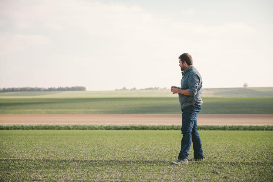 Portrait photo d'un éleveur céréalier dans la Marne - photographes du Studio des 2 Prairies